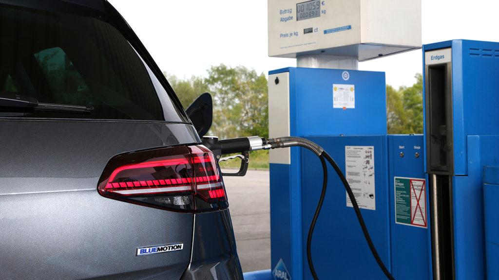 Golf mit TGI-Motor tankt Erdgas